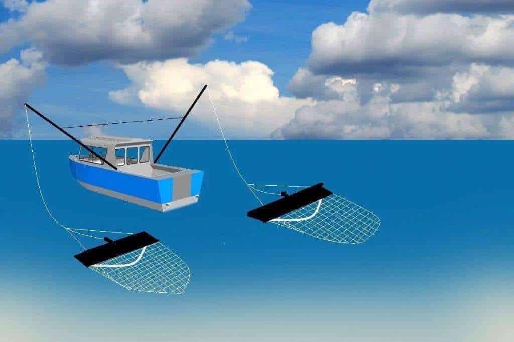 Een vissersboot die twee netten sleept